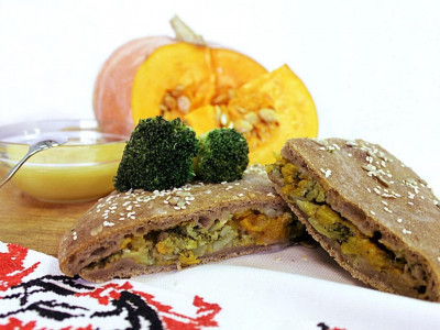 Постный пирог с тыквой и брокколи (бездрожжевой на закваске)
