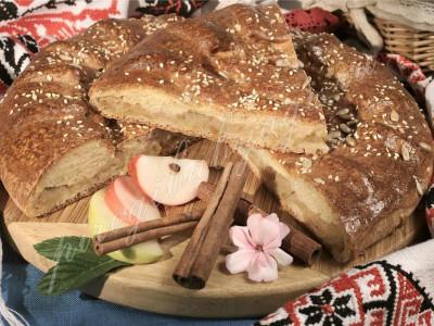 Пирог с яблоками и корицей (дрожжевой)