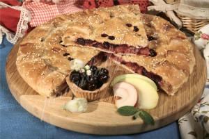 Пирог с яблоком и черной смородиной (песочный)
