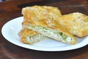 Пирожок с курицей и брокколи (слоёный бездрожжевой) (Заказ от 10 шт.)