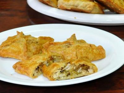 Пирожок с курицей (слоёный бездрожжевой) (Заказ от 10 шт.)