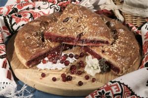 Пирог с брусникой (дрожжевой)
