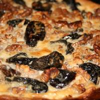 Домашний пирог с черносливом в мультиварке