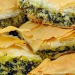 Итальянский пирог с сыром, шпинатом и томатами