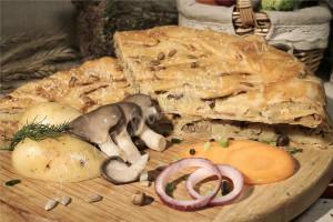 Пирог с картошкой и грибами (слоёный бездрожжевой)