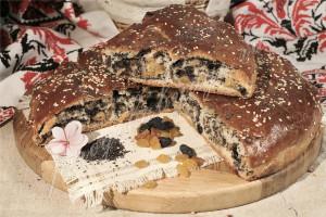 Пирог с маком и изюмом (дрожжевой)