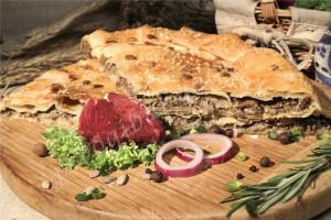 Пирог с мясом (слоёный бездрожжевой)