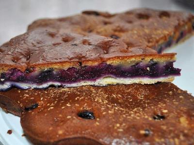 Пирог с вишней и черникой (песочный)