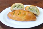 Пирожок с курицей и брокколи (дрожжевой) (Заказ от 10 шт.)