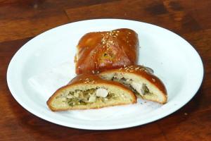 Пирожок с курицей (дрожжевой) (Заказ от 10 шт.)
