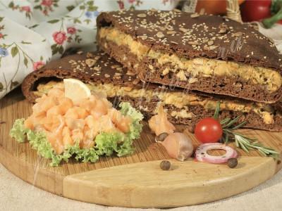 Пирог с сёмгой (бездрожжевой на закваске)