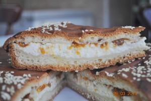 Пирог с творогом и абрикосами (дрожжевой)