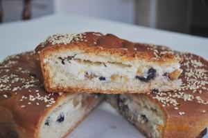 Пирог с творогом и изюмом (дрожжевой)