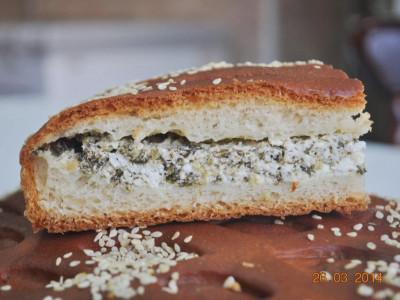 Пирог со шпинатом и творогом (дрожжевой)