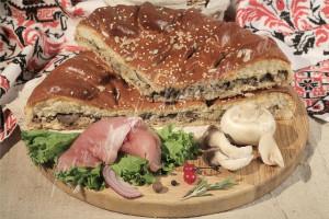 Пирог со свининой и грибами (дрожжевой)