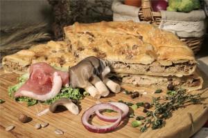 Пирог со свининой и грибами (слоёный бездрожжевой)