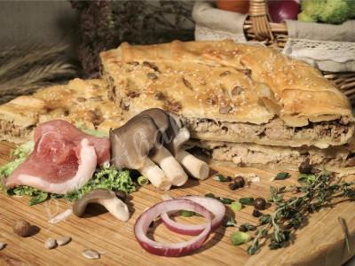 Пирог со свининой (слоёный бездрожжевой)