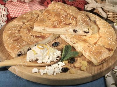 Пирог с творогом и изюмом (песочный)