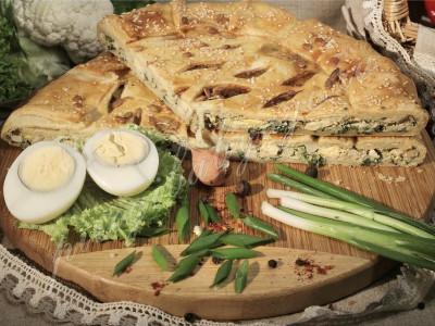 Пирог с зелёным луком и яйцом (слоёный бездрожжевой)